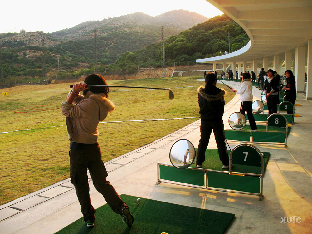 高尔夫球练习场